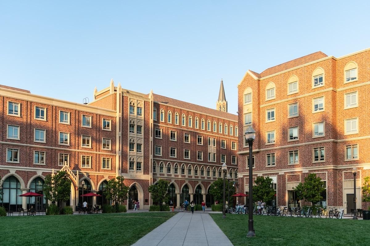outside of USC Campus