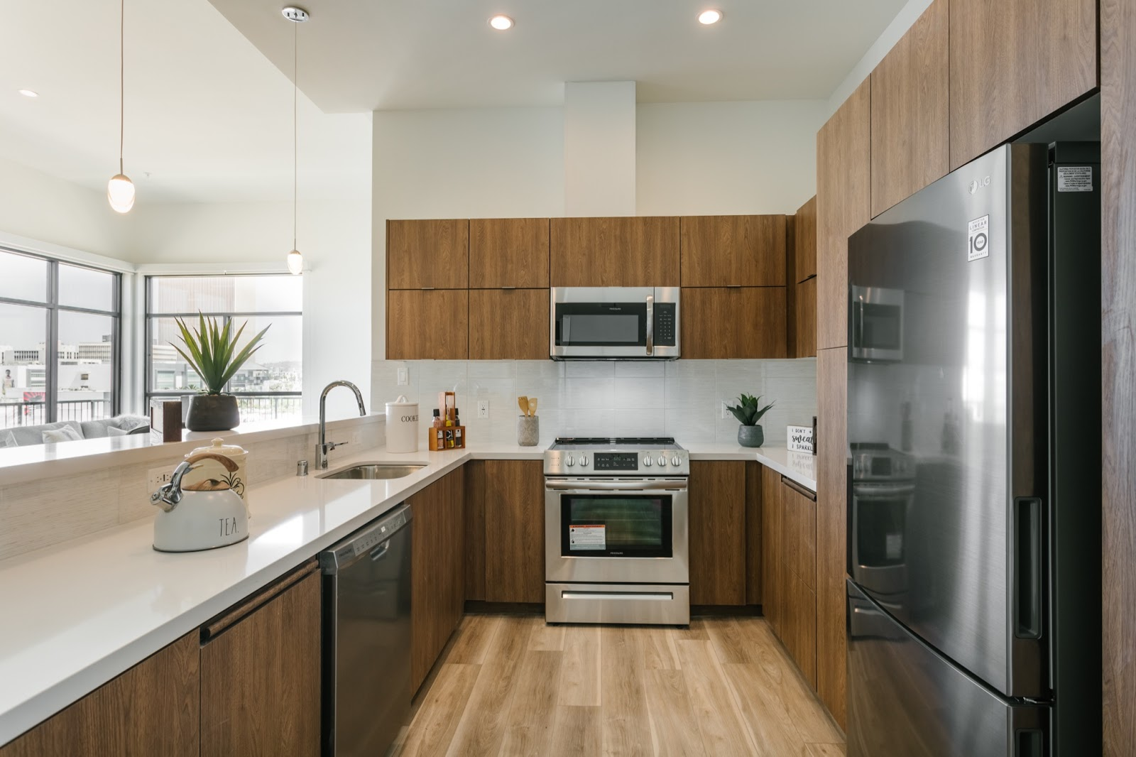 Clean Bright Tripalink Modern Kitchen near UCLA