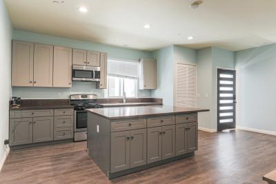 Clean kitchen, granite kitchen isle