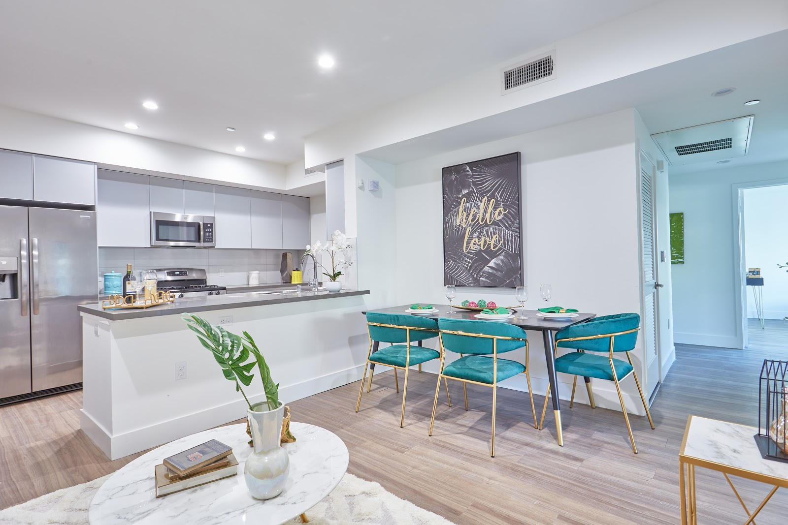 Beautiful Tripalink apartment with turquoise furniture