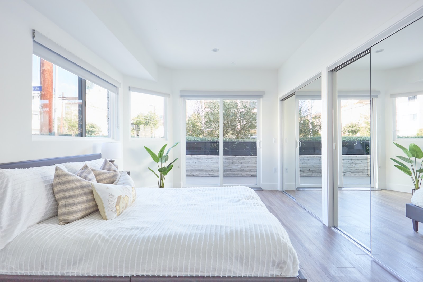 Tripalink white and bright apartment bedroom