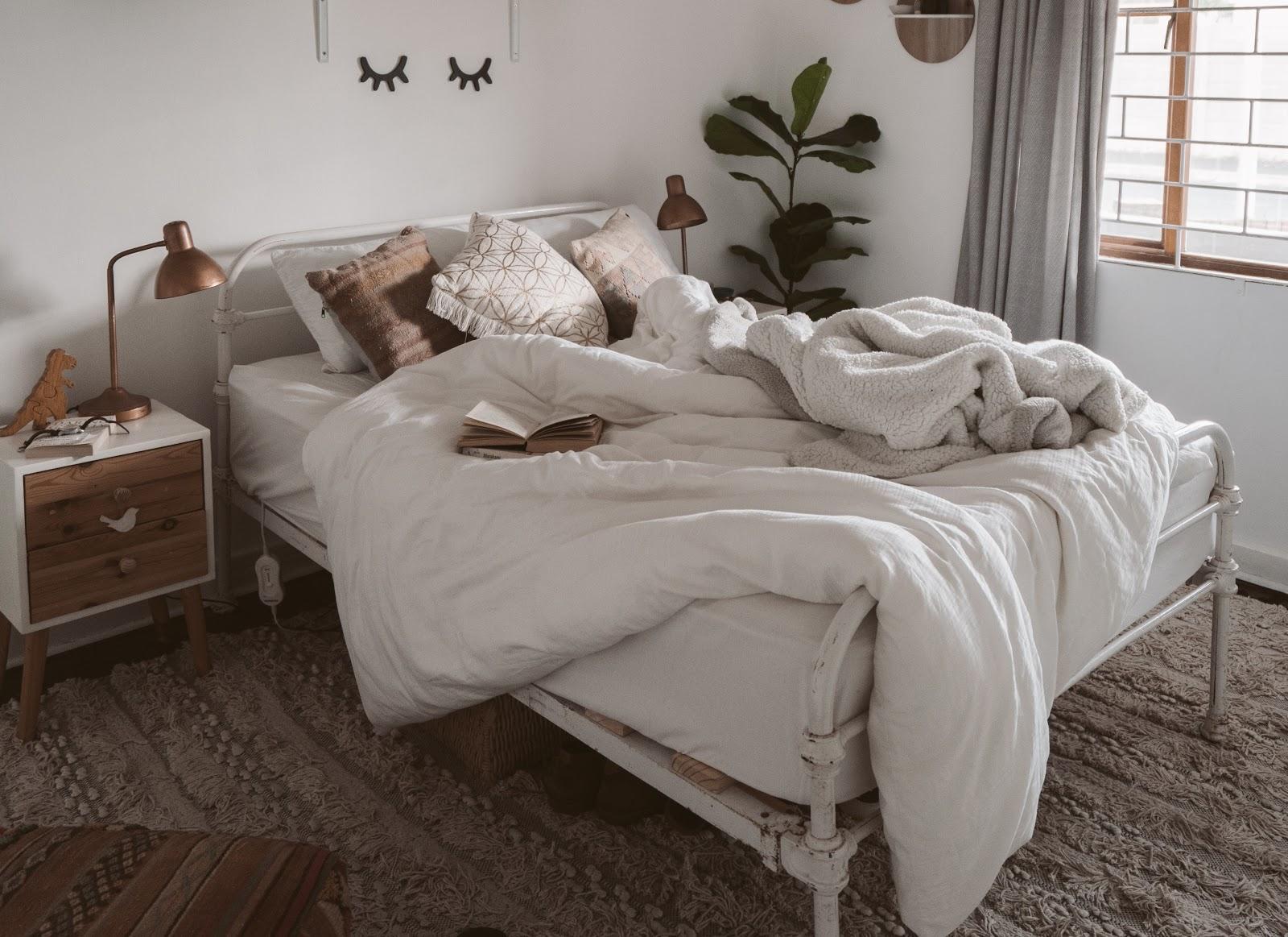 Comfy white bedroom in Philadelphia
