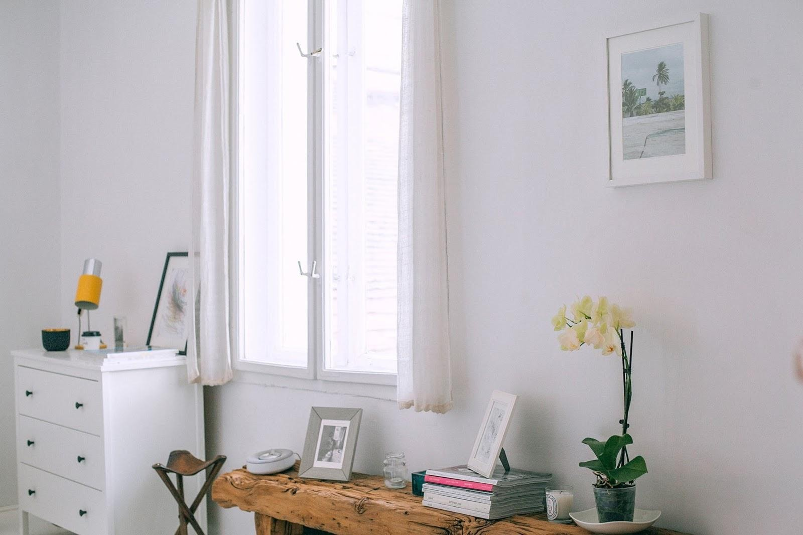 white walls in clean Tripalink apartment
