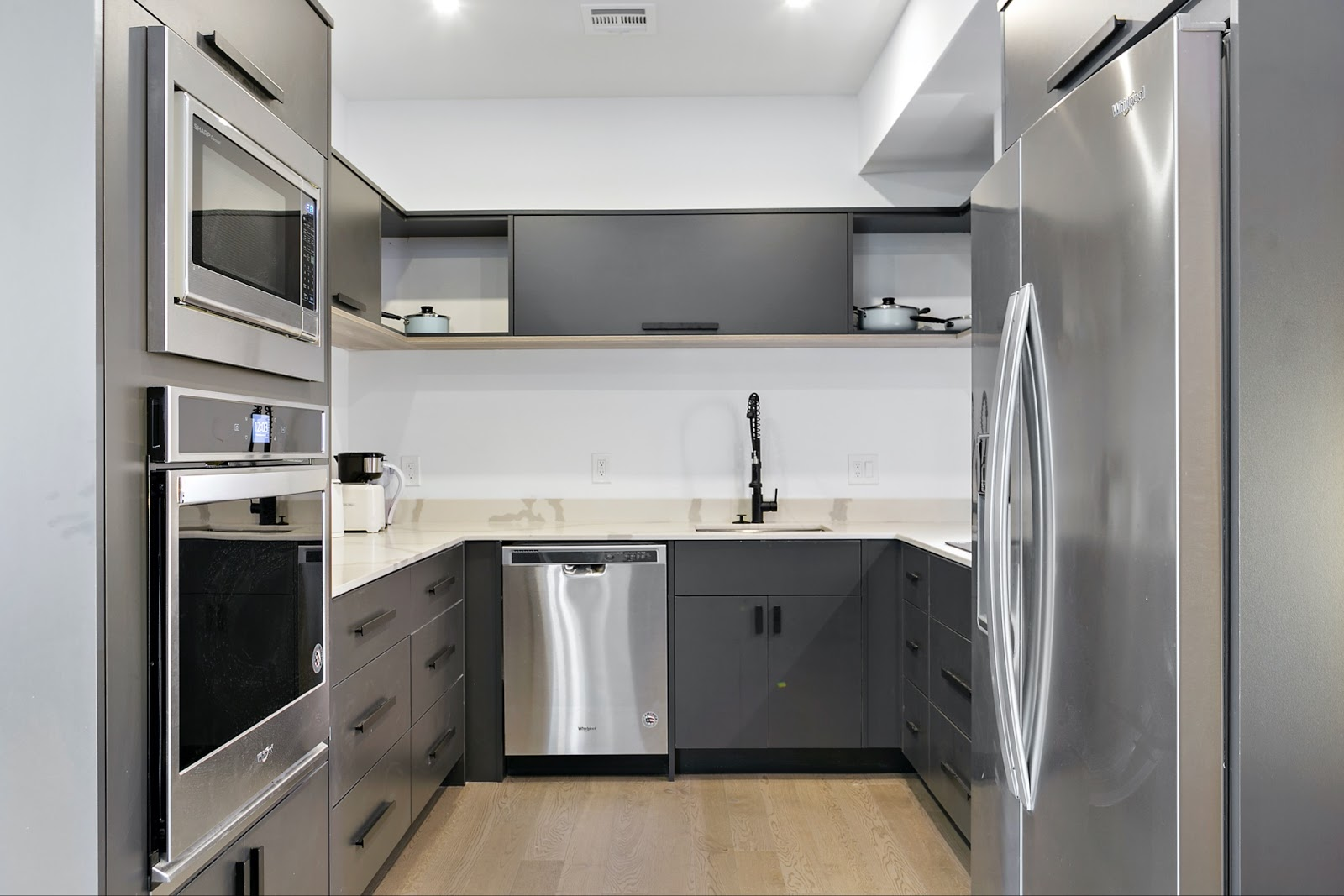 Tripalink Philly Apartment Kitchen