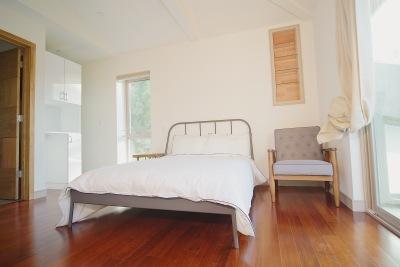White bed, Steel Frame, brown hardwood floors